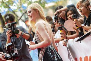'Nàng thơ Hollywood' Elle Fanning mặc táo bạo trên thảm đỏ