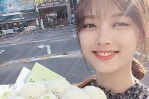 Kim Yoo Jung đăng ảnh rạng rỡ, chăm chỉ làm việc để hồi phục sức khỏe