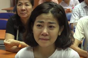 Diễn viên Mai Phương khóc trong ngày được xuất viện