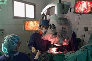 Bệnh viện Việt Đức cứu sống bệnh nhi u não, chảy máu nguy kịch