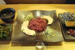 Ăn gan bò sống ở Hàn: Người 'nghiện nặng', người kinh hãi