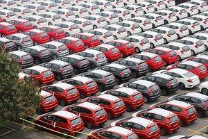 Ô tô nhập khẩu về Việt Nam tiếp tục tăng mạnh trong tháng 8