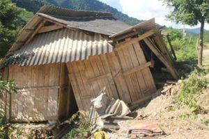 Nghệ An: 34 hộ dân cần di dời khẩn cấp vì sạt lở vẫn phải chờ dự án