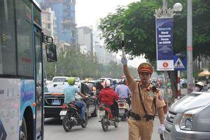 Cảnh sát giao thông Hà Nội phục vụ chu đáo cho WEF ASEAN 2018