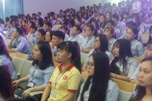Đại học Nam Cần Thơ trao 147 suất học bổng cho sinh viên