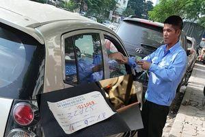 Ngang nhiên lập bãi xe 'chặt chém' khách tại khu chung cư Linh Đàm