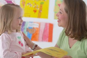 Khen ngợi đúng cách sẽ nâng cao lòng tự trọng cho trẻ