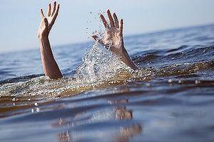 Chèo bè ra đập nước chơi, thiếu niên 14 tuổi đuối nước tử vong