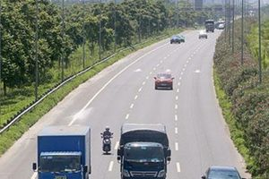 Hà Nội: Tước phù hiệu của hơn 140 ô tô do vi phạm tốc độ
