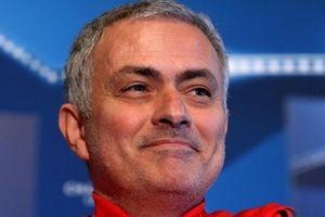 Bóng chưa lăn Man Utd đã kiếm được tiền