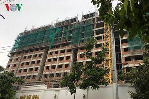 Sập giàn giáo trung tâm thương mại ở Sài Gòn, 2 công nhân chết thảm