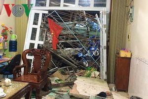 Cà Mau: Nhiều người dân tá hỏa khi xe tải đâm liên tiếp vào 3 ngôi nhà