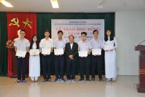 STF trao học bổng cho học sinh, sinh viên Đà Nẵng, Cà Mau