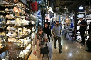 Bị Mỹ áp trừng phạt, Iran chuyển hướng sang Trung Quốc