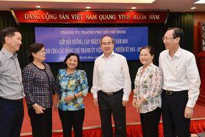 Bí thư Thành ủy TP HCM nói chuyện với cán bộ lãnh đạo thành phố