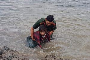 Cán bộ Công an dũng cảm cứu người bị nạn