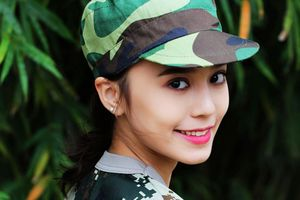 Hot girl Tân Cương 10X mới nổi, được khen giống Địch Lệ Nhiệt Ba