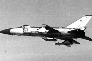 Su-15 Liên Xô lao xuống biển khi đánh chặn SH-37 Thụy Điển