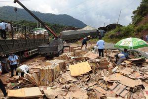 Bóc hơn 6.000 thanh gỗ quý khỏi 80 tấn giấy phế liệu trong suốt 4 ngày