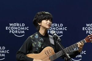 Lê Cát Trọng Lý biểu diễn 'Chênh vênh' tại WEF ASEAN 2018