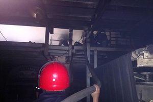 TP.HCM: Cháy kho hóa chất huy động gần 100 chiến sĩ nỗ lực dập lửa