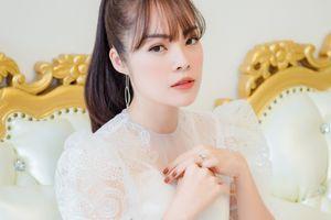 Dương Cẩm Lynh tươi tắn ở sự kiện sau ly hôn