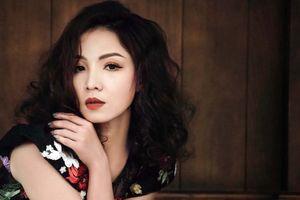 Tòa yêu cầu ca sĩ Khánh Loan bổ sung hồ sơ khởi kiện The V Show của danh hài Vân Sơn