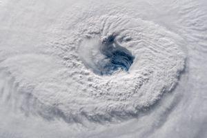 Siêu bão mạnh nhất 3 thập kỷ sắp đổ bộ nước Mỹ