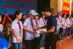 Quảng Ninh: Tặng quà 40 học sinh nghèo Cẩm Phả