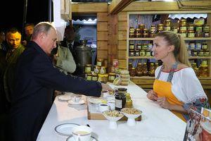 Tổng thống Nga Putin mua mật ong tặng Chủ tịch Trung Quốc Tập Cận Bình