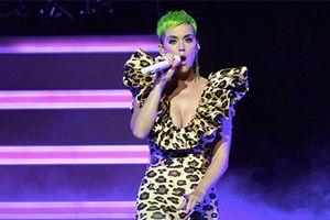 Katy Perry diện thiết kế của Công Trí trên sân khấu âm nhạc