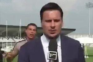 Ronaldo bày trò trêu chọc phóng viên Juventus