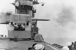 Kỳ lạ tàu sân bay trang bị hải pháo siêu 'khủng' của Hải quân Mỹ
