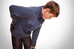 Đau lưng có liên quan hành vi xấu ở tuổi vị thành niên