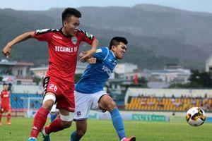 Trọng tài bị la ó dữ dội khi Bình Dương chia điểm với Than Quảng Ninh