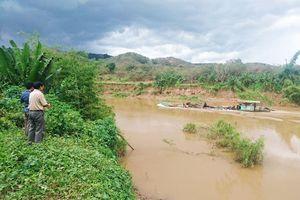 Lâm Đồng: Dân 'tố' nhiều đất vườn bị trôi xuống sông sau khi tàu hút cát tái xuất