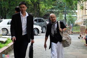 Ông Đặng Lê Nguyên Vũ tươi cười đến tòa hòa giải ly hôn
