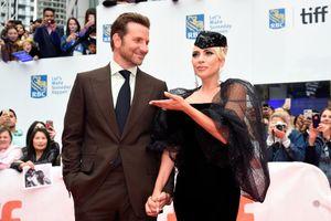 Những khoảnh khắc ngọt ngào của Lady Gaga và Bradley Cooper