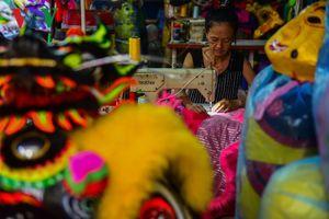 Xưởng làm đầu lân ở xứ Huế bận rộn mùa Tết Trung thu