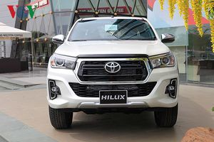 Ảnh chi tiết Toyota Hilux 2018 vừa được nhập về Việt Nam