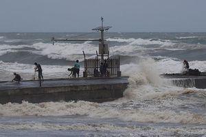 Siêu bão Mangkhut duy trì sức tàn phá lớn, chuẩn bị đổ bộ Philippines