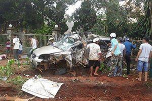 Đắk Lắk: Xe 9 chỗ đấu đầu xe tải, tài xế tử vong mắc kẹt trong ca bin