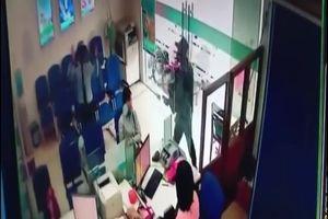 Tên cướp ngân hàng ở Tiền Giang ra tay trong vòng vài phút