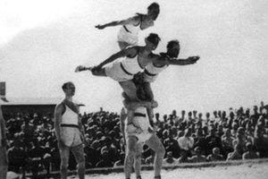 Thế vận hội trong vòng dây thép gai