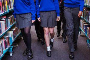 Trường học ở Anh bị chỉ trích vì cấm nữ sinh mặc váy ngắn