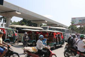 'Xe hoa' gây tai nạn trên đường Hồ Tùng Mậu