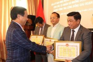 Bộ Ngoại giao trao bằng khen cho 18 Việt kiều tiêu biểu ở Nga