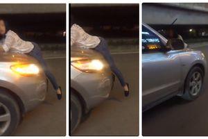 Hãi hùng người phụ nữ đu bám trên ô tô gây náo loạn đường phố