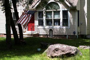 Nhiều người Mỹ 'ngập trong nợ mua nhà'