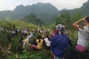 Hai thanh niên giết tài xế cướp xe, vứt xác xuống khe núi